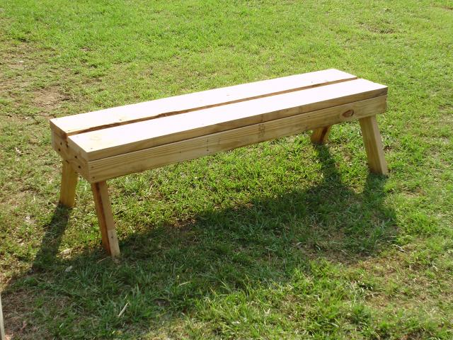Bench made from pallets. - Happy Acres Farm